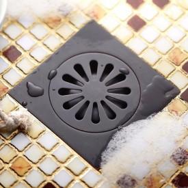czarny odpływ prysznicowy